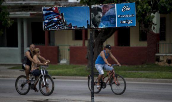 Quien desea encontrar a Ernesto Guevara tiene que buscarlo en la tierra donde dejó las memorias del sueño y los sueños de la memoria. Foto: Ismael Francisco/ Cubadebate.