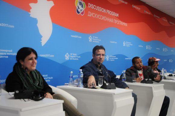Yailín Orta, Elier Ramírez y Yosuán Palacios, panelistas. Foto: Luis Mario Rodríguez Suñol / Cubadebate