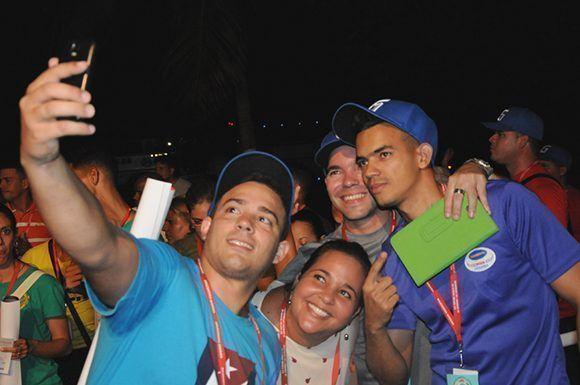 Un selfie, para no perder ni un solo instante, ni un solo recuerdo. Foto: Luis Mario Rodríguez Suñol/ Cubadebate.