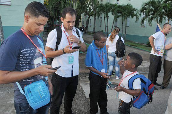 Rumbo a la ciudad rusa de Sochi, pero conectados con la familia. Foto: Luis Mario Rodríguez Suñol/ Cubadebate.