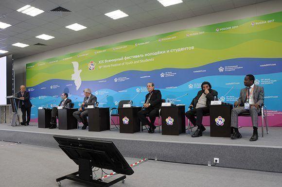 El sistema educacional cubano se convirtió en protagonista del panel sobre los retos de la educación en el mundo, realizado en la mañana de este martes en el Main Media Centre de Sochi. Foto: Luis Mario Rodríguez Suñol/ Cubadebate.