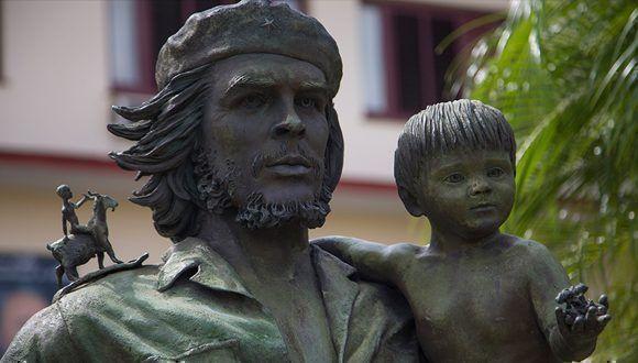 """El """"Che de los niños"""" del escultor Casto Solano. Foto: Irene Pérez / Cubadebate"""