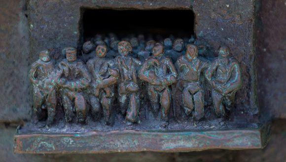 Para el escultor, este detalle representa el triunfo de la Revolución. Foto: Irene Pérez / Cubadebate