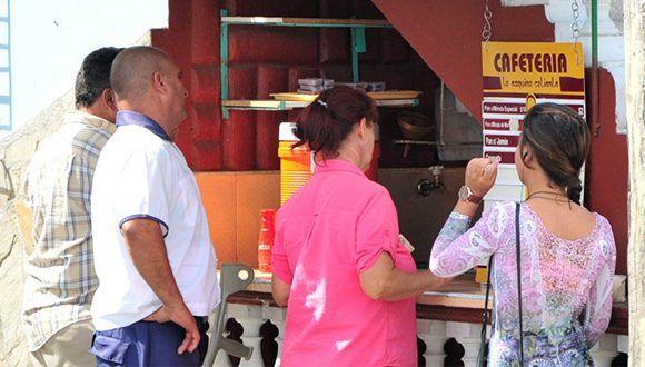 Los dos mil trabajadores por cuenta propia de Yaguajay han sido eximidos de pagar los tributos correspondientes al mes de septiembre. Foto: Escambray