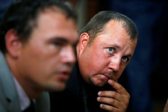 Los granjeros, mientras escuchan al juez.  Foto: Reuters.