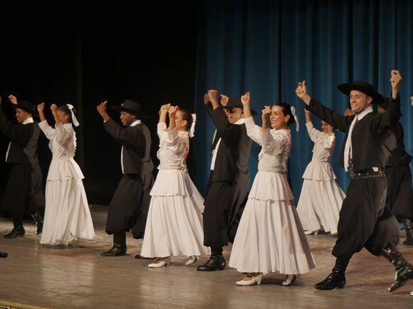 La Compañía Danzaria Nuestra América disertó sobre las tablas con su interpretación de bailes tradicionales argentinos (Foto: Anniel Villa)