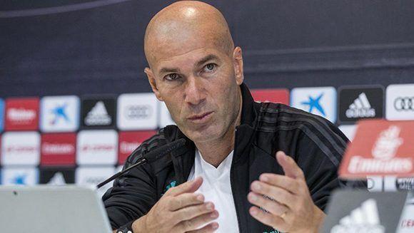 El entrenador francés del Real Madrid Zinedine Zidane, durante la rueda de prensa tras el entrenamiento en la Ciudad deportiva Real Madrid. Foto: EFE.