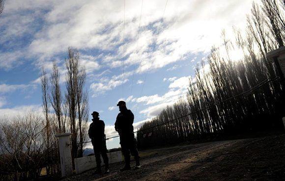 Zona donde la policía busca a Santiago Maldonado en la localidad de Esquel, en la provincia patagónica de Chubut. Foto: Maxi Failla/ El Clarín.