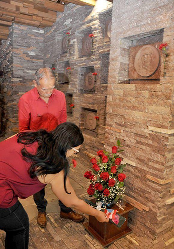 Oscar López Rivera en el Complejo Escultórico Ernesto Che Guevara. Foto: Ramón Barreras Valdés/ Vanguardia.