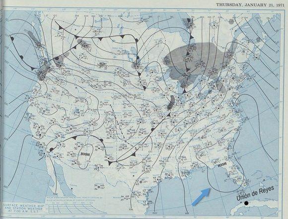 Mapa de la NOAA del 21 de enero de 1971. La flecha señala el centro de altas presiones, al que comúnmente se le asocian condiciones de buen tiempo que favorecen el descenso drástico de las temperaturas nocturnas: cielos despejados y vientos en calma.