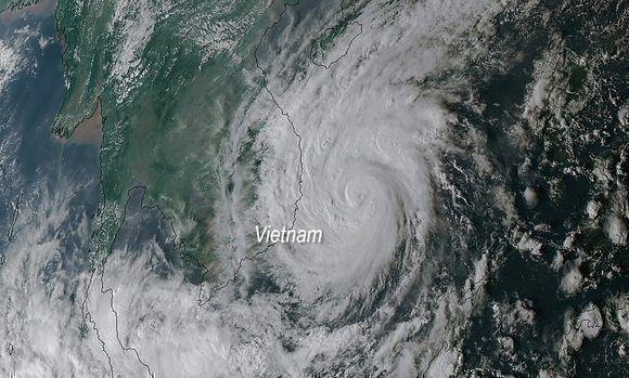 Imagen satelital del tifón Damrey. NOAA, 3 de noviembre.
