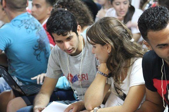 El Fórum de Historia se convierte en un espacio de debate para los jóvenes. Foto: Thalía Fuentes/ Cubadebate.