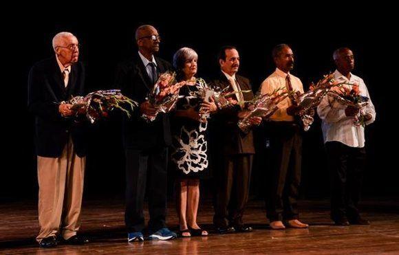 Premios por la Obra de Toda la Vida, durante la Gala de apertura de la VII Convención Internacional de Actividad Física y Deportes AFIDE 2017, en la Sala Avellaneda del Teatro Nacional, en La Habana, el 20 de noviembre de 2017. ACN FOTO/Marcelino VAZQUEZ HERNANDEZ