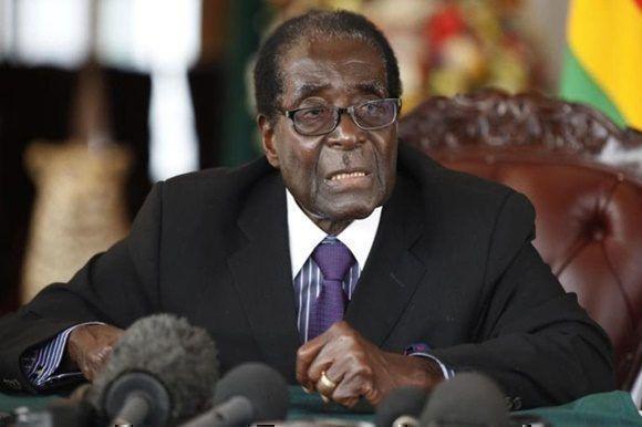 Inicia parlamento proceso para inhabilitar al presidente de Zimbabwe.