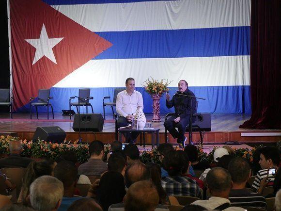 Durante las casi dos horas de diálogo, Ramonet mantuvo la atención de toda la audiencia (Foto: Malú Vilasa)