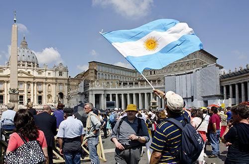 """""""Se hunde Argentina por el sobrepeso de miseria y crimen entre el oleaje huracanado"""". Foto tomada de LatAm-Investor."""