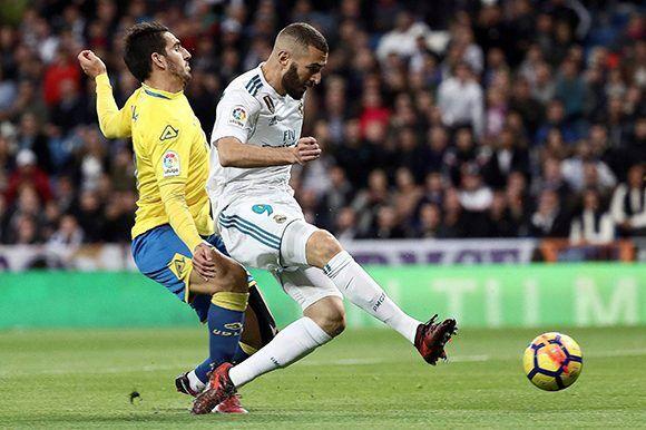 La afición volvió a criticar a Benzema, quien acumula otro partido horrible. Foto: EFE.