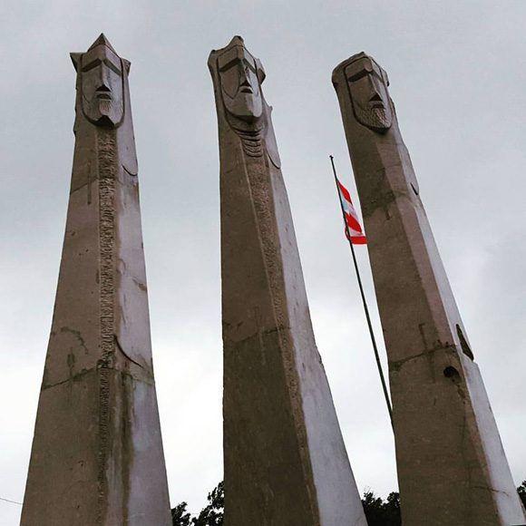 Celebraciòn en el Parque de los Tres Santos Reyes. Obra del artista Juan Santos Torres, ubicada en la Loma del Guavate en Cayey