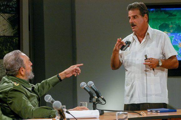 Con el Dr. José Rubiera en uno de sus varios intercambios meteorológicos en la Mesa Redonda. Foto: Ismael Francisco / Cubadebate