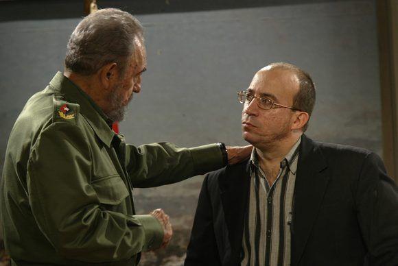 Fidel con Randy Alonso, director y conductor del programa. Foto: Ismael Francisco / Cubadebate