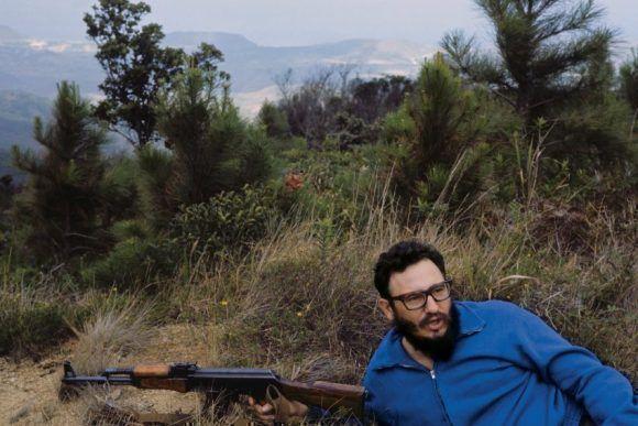 Fusil en mano en Isla de Pinos. 1965. Foto: Lee Lockwood