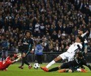 Dele Alli empuja el primer gol del partido. Foto. AFP.