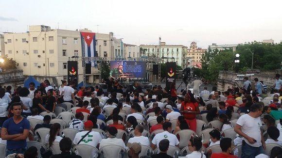 Minutos antes de la Velada Político-Cultural por Fidel en la UH. Foto: @yadianperez / Twitter