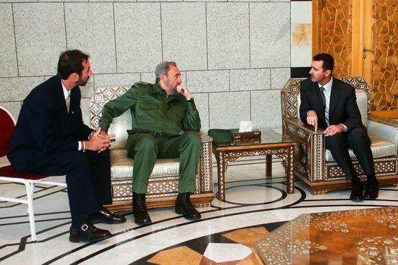 Fidel sostiene conversaciones oficiales con Bachar Al-Ásad, presidente de la República Árabe de Siria en el Palacio del Pueblo durante su visita a Siria, el 15 de mayo de 2001. Autor: Estudios Revolución/ Sitio Fidel Soldado de las Ideas.