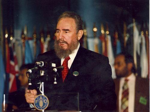 Pronuncia discurso en la VI Cumbre Iberoamericana de Jefes de Estado y Gobierno en Santiago de Chile, el 10 de noviembre de 1996. Autor: Estudios Revolución/ Sitio Fidel Soldado de las Ideas.