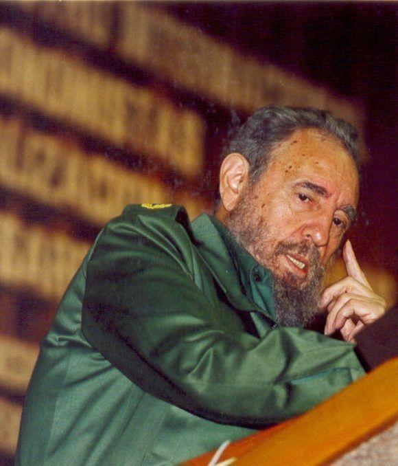 Pronuncia discurso en la clausura del V Encuentro sobre Globalización y Problemas del Desarrollo, efectuado en La Habana, el 14 de febrero de 2003. Autor: Franklin Reyes. Fuente: Juventud Rebelde/ Sitio Fidel Soldado de las Ideas.