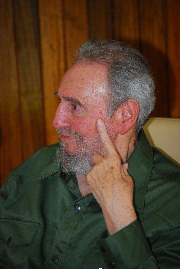 Fidel de visita en el Memorial a los Mártires del 26 de Julio en Artemisa, el 24 de julio de 2010. Autor: Estudios Revolución. Fuente: Cubadebate/ Sitio Fidel Soldado de las Ideas.