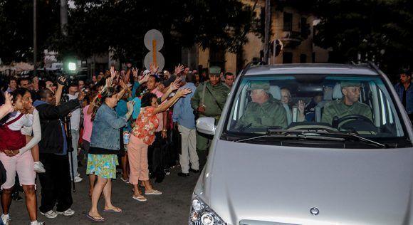 Los vecinos despiden a Fidel. Foto: Ismael Francisco/ Cubadebate.