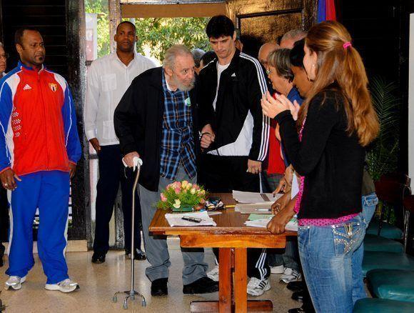 Fidel llega a su colegio electoral para ejercer el derecho al voto. Foto: Ismael Francisco/ Cubadebate.
