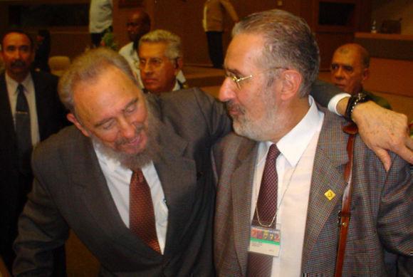 Fidel y Atilio Borón. Foto: Cortesía del autor