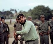 Fidel jugando béisbol.1964. Foto: Lee Lockwood
