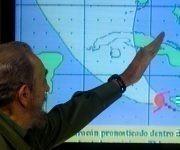 Fidel siguiendo al Huracán Iván en la Mesa Redonda. Foto: Ismael Francisco / Cubadebate