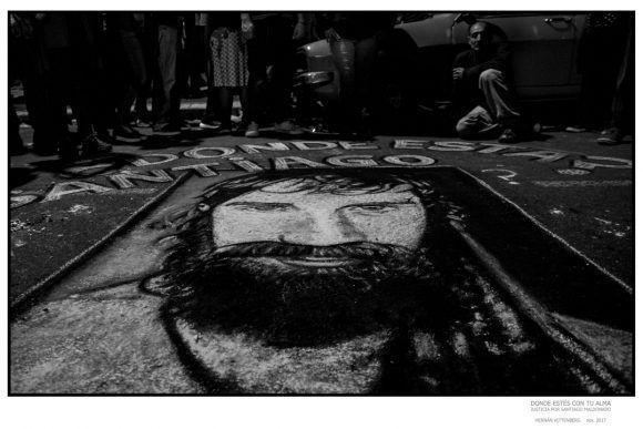 """Foto de la Expo """"Donde estés con tu alma"""", dedicada a Santiago Maldonado. Foto: Hernan Vitenberg"""