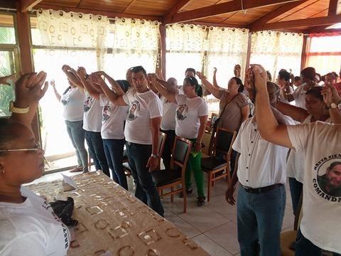 homenaje-a-fidel-de-colaboradores-cubanos-en-angola
