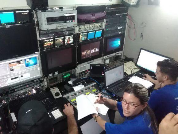 Desde el remoto de la televisión, también se ultiman para las casi 8 horas de transmisión en vivo