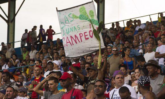 Aficionados Tuneros colmaron el Latino. Foto: Ismael Francisco/ Cubadebate.