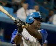 Yoandry Urgelles conecto su cuadrangular numero 100 en Series Nacionales. Foto: Jennifer Romero/ Cubadebate.