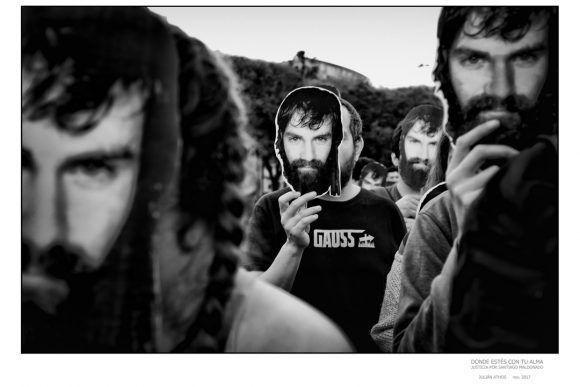 """Foto de la Expo """"Donde estés con tu alma"""", dedicada a Santiago Maldonado. Foto: Jualian Athos"""