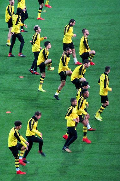 Jugadores del Dortmund minutos antes del pitazo inicial. Foto del autor.