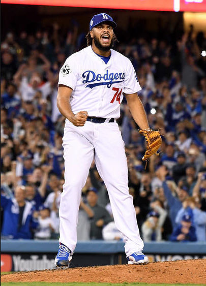 El cerrador Kenley Jansen celebra el salvamento ante los Astros. Foto: Wally Skalij/ Los Angeles Times.