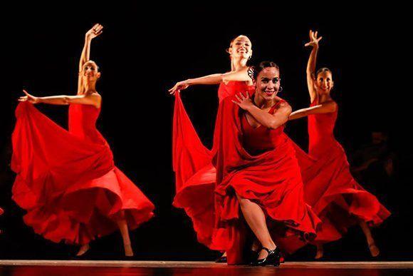 El gobierno de los Estados Unidos negó la entrada al país a la bailarines del Ballet de Lizt Alfonso, solamente por ser cubanos. En la imagen, de izq. a der. las bailarinas de Lizt Alfonso Dance Cuba Lorena Flores, Tamy González, Sandra Reyes (delante) y Yilian Cuesta. Foto: @LiztAlfonsoDanceCuba/ Facebook.