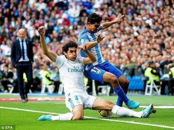 El joven Vallejo sufrió en defensa ante la delantera andaluza. Foto: AFP/ Getty.