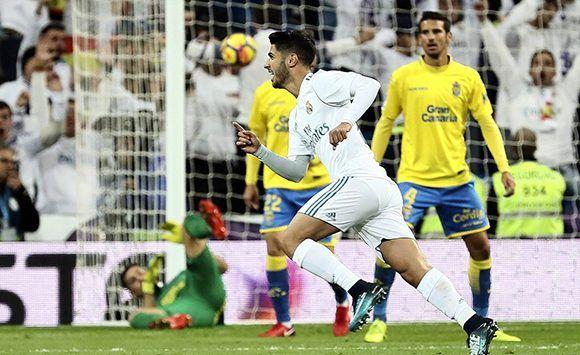 La joya de 21 años del Real Madrid, Marco Asensio, fusiló a Las Palmas con un golazo que puso el 2-0 en el Bernabéu. Foto: EFE.