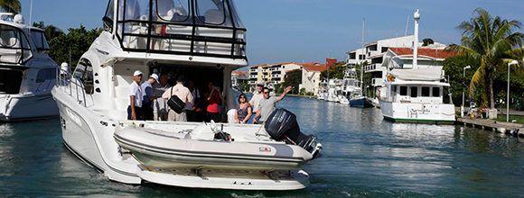 La segunda medida aclara que se autoriza la entrada y salida a Cuba de ciudadanos cubanos residentes en el exterior en embarcaciones de recreo a través de las marinas Hemingway (La Habana) y Gaviota-Varadero (Matanzas).
