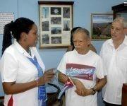 Oscar López Rivera (C), líder independentista puertorriqueño, junto a Denny Legrá Azahares (D), miembro del Comité Central del Partido y su Primer Secretario en Guantánamo, durante su visita al museo 19 de diciembre, en el poblado de Caimanera, municipio limítrofe con la base naval estadounidense enclavada en suelo cubano, el 22 de noviembre de 2017.  ACN FOTO/Pablo SOROA FERNÁNDEZ/ogm