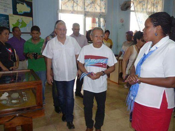 Oscar López Rivera durante su recorrido por la provincia guantanamera. Foto: Jorge Luis Merencio/ Granma.